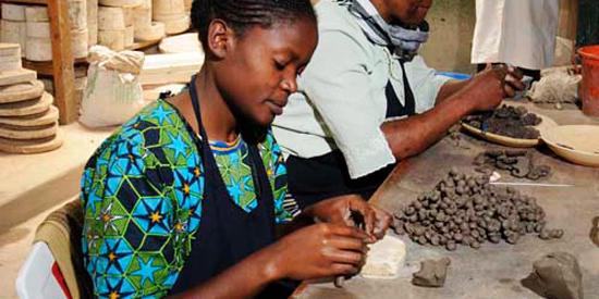 Handgearbeiteter Keramikschmuck aus Nairobi